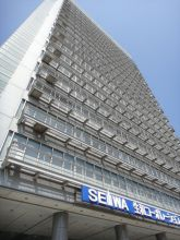 新横浜スクエアビルの外観