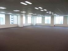 明るく開放的なオフィス空間