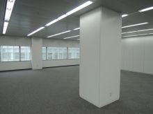 オフィスには柱が1本あります