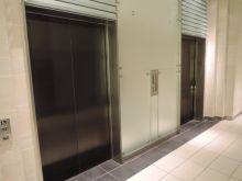 エレベーター8基