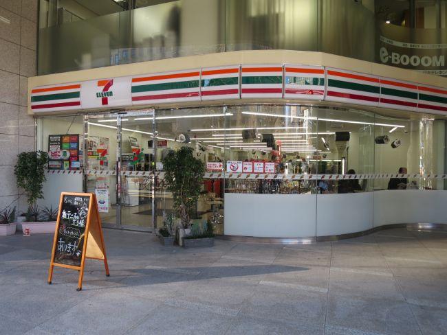 2軒隣のセブンイレブン西新宿新和ビル店