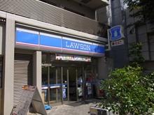 西早稲田駅いる入口横のコンビニ