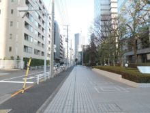 FOREFRONT TOWER2前面の歩道